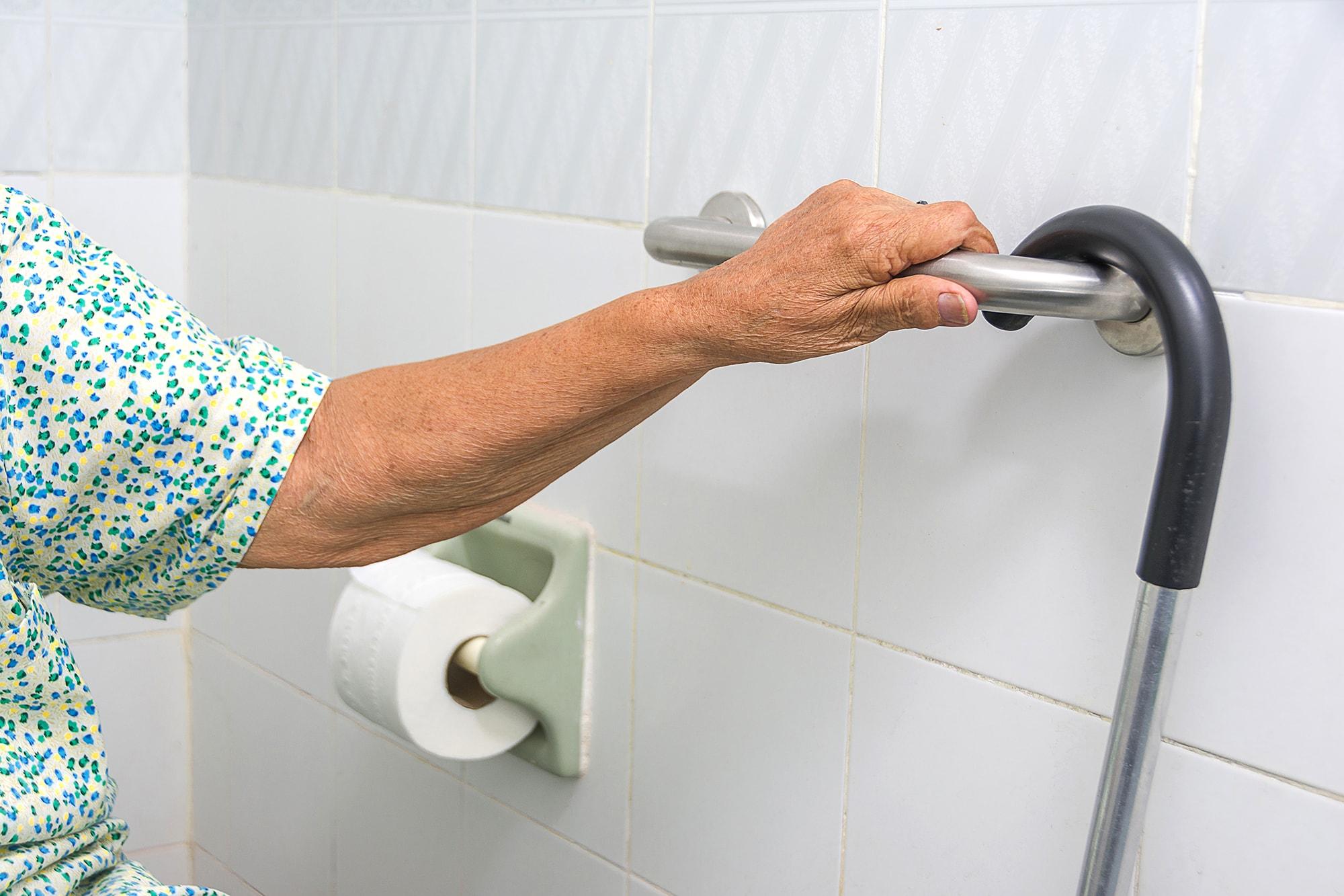 main-courante-toilette-min